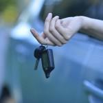 県外から中古車を買った時の引き取り方法や納車費用は