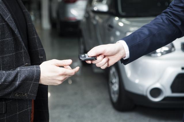 中古車を県外から買った時の納車費用や引き取り方法について