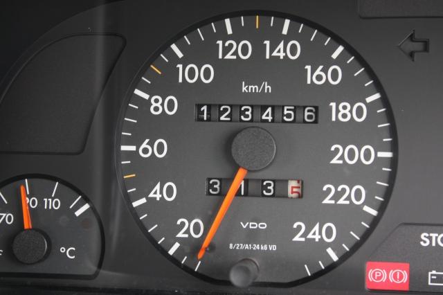 10万キロオーバーの中古車の走行距離表示