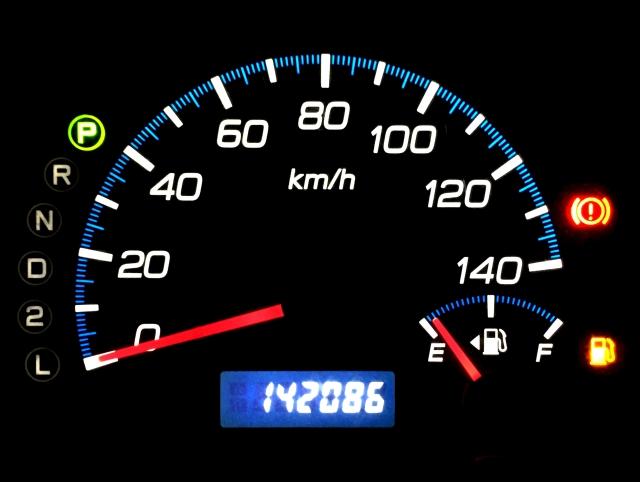 20万キロ越えの中古車は買っても大丈夫?過走行車のチェックポイント