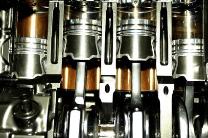 まずはエンジンオイルがしっかりと交換されてきた車両なのかが重要