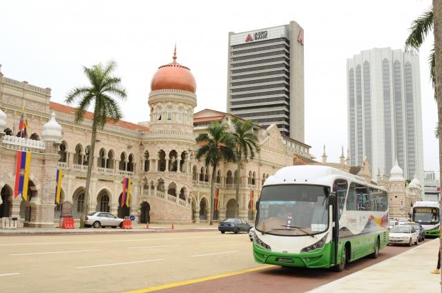 マレーシアの輸入規制より、商業目的で輸出される自動車は車齢5年以内